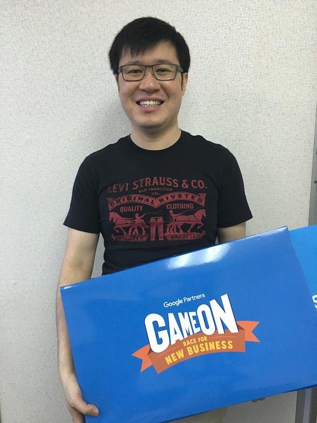 Alan hold Google board game