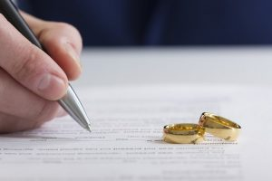 Pros and cons of Divorce Lawyers using SEO to market their services