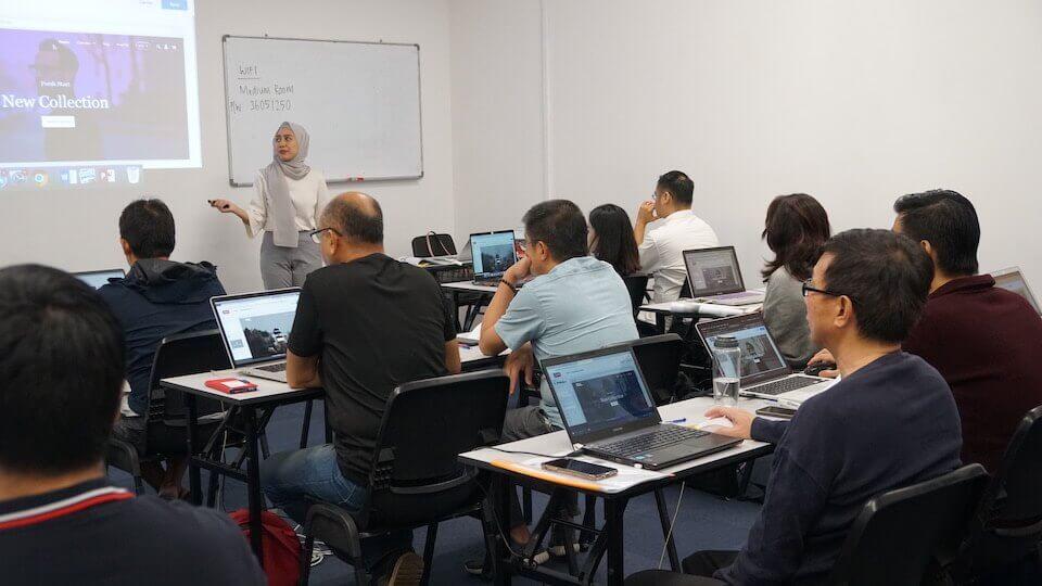 amelia teaching shoptiq course